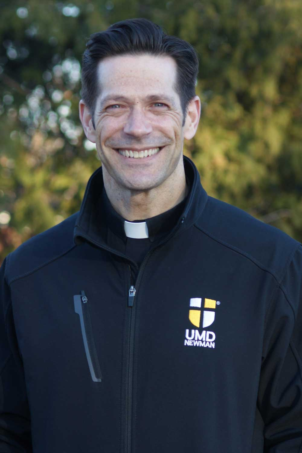 father-mike-schmitz-umd-bulldog-catholic-photo-portrait